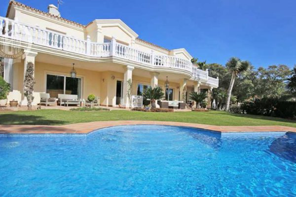6 bedrooms villa located in Marbella Golden Mile